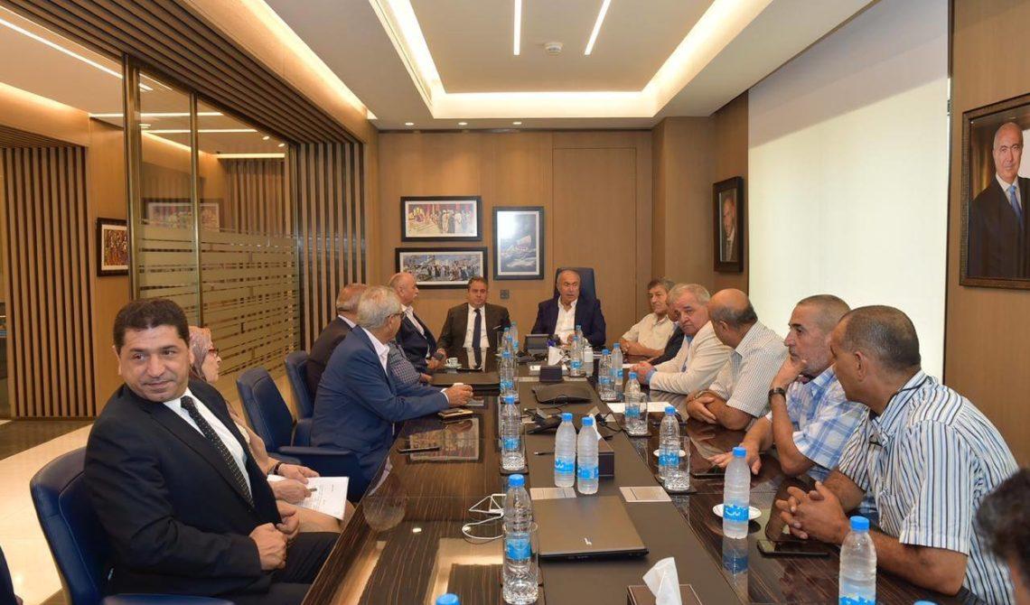 فؤاد مخزومي خلال لقاء وفد من حراك العسكريين المتقاعدين