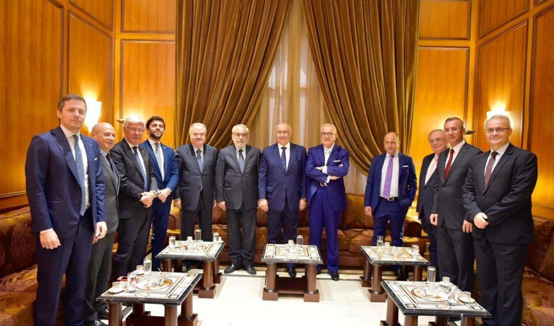 فؤاد مخزومي مع وفد من البرلمان الإيطالي