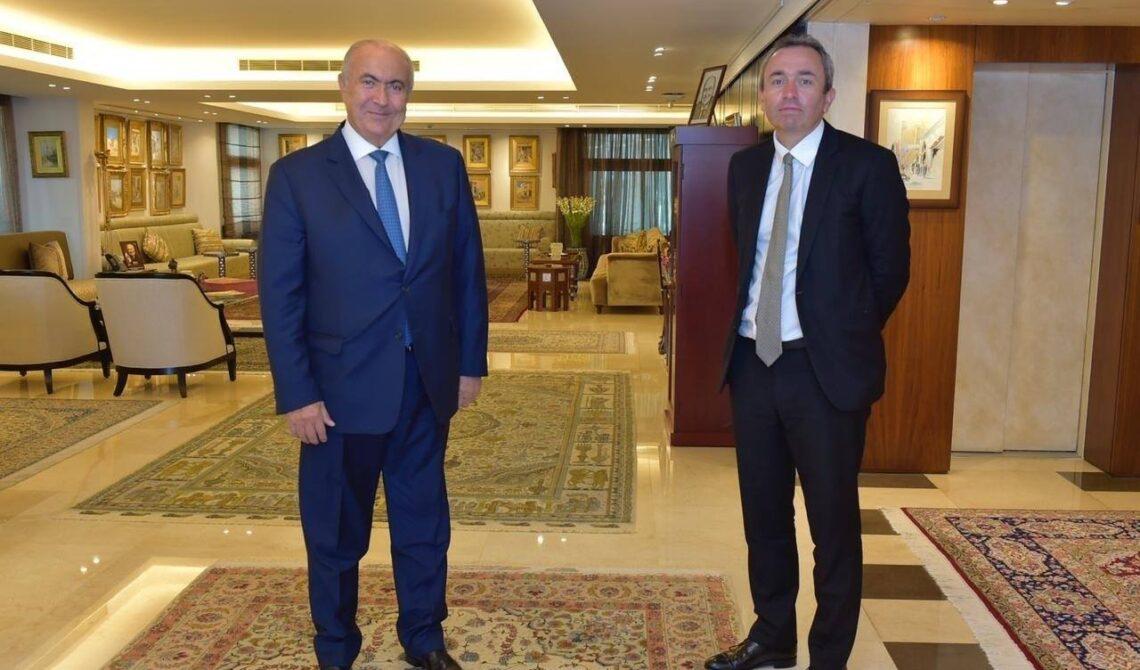 فؤاد مخزومي والسفير البريطاني كريس رامبلينغ