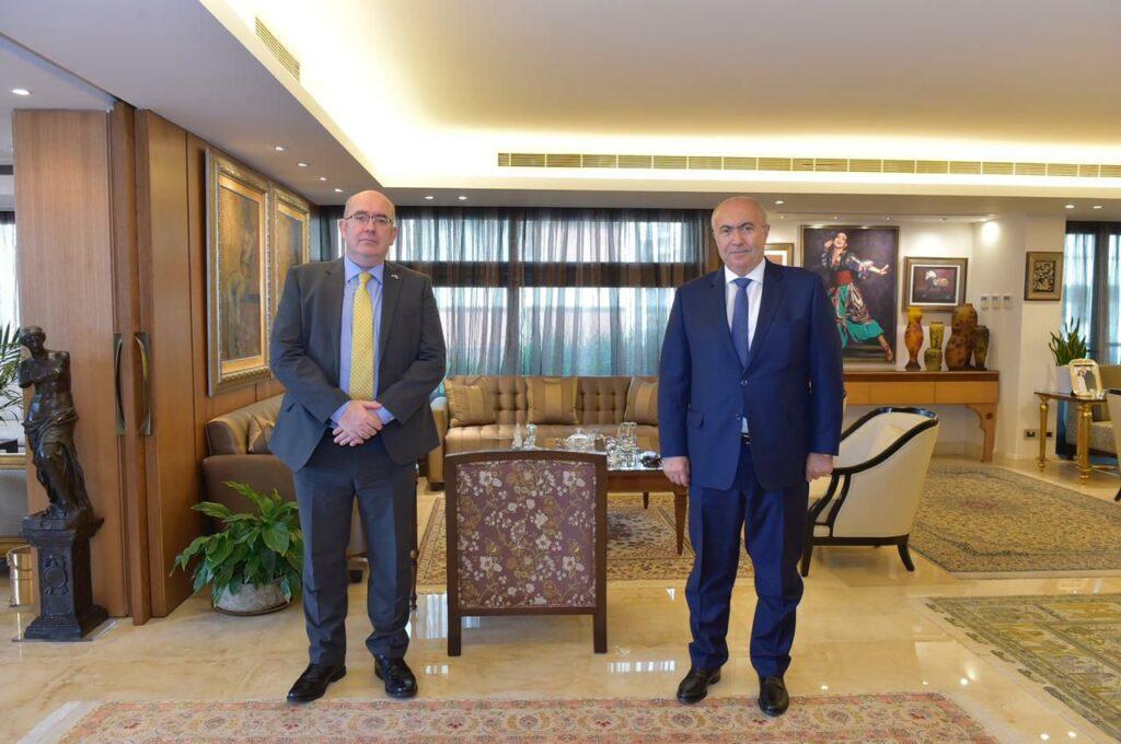 فؤاد مخزومي والسفير البريطاني الدكتور مارتن لونغدن